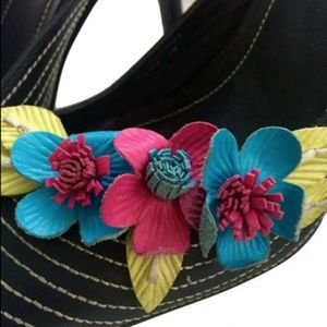 Vtg Two Lips Leather Flower Detail Pointy Toe Mule
